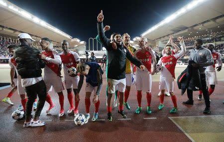 Jogadores do Monaco comemoram após jogo