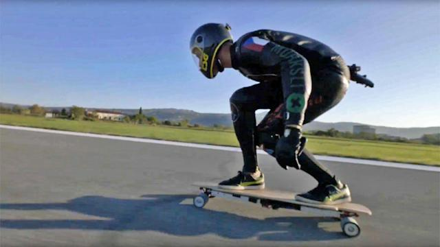 Watch the fastest-ever electric skateboard run