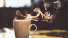 Bei Hitze besser heiße Getränke? Was an dem Mythos wirklich dran ist