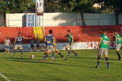 Cruzeiro vence o América-TO e segue na cola do líder Atlético-MG