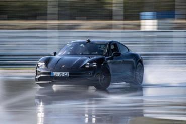 Porsche Taycan甩尾打破金氏世界紀錄(內有影片)