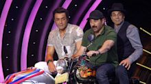 Dharmendra, Sunny & Bobby Have a Wild Ride on 'Dil Hai Hindustani'