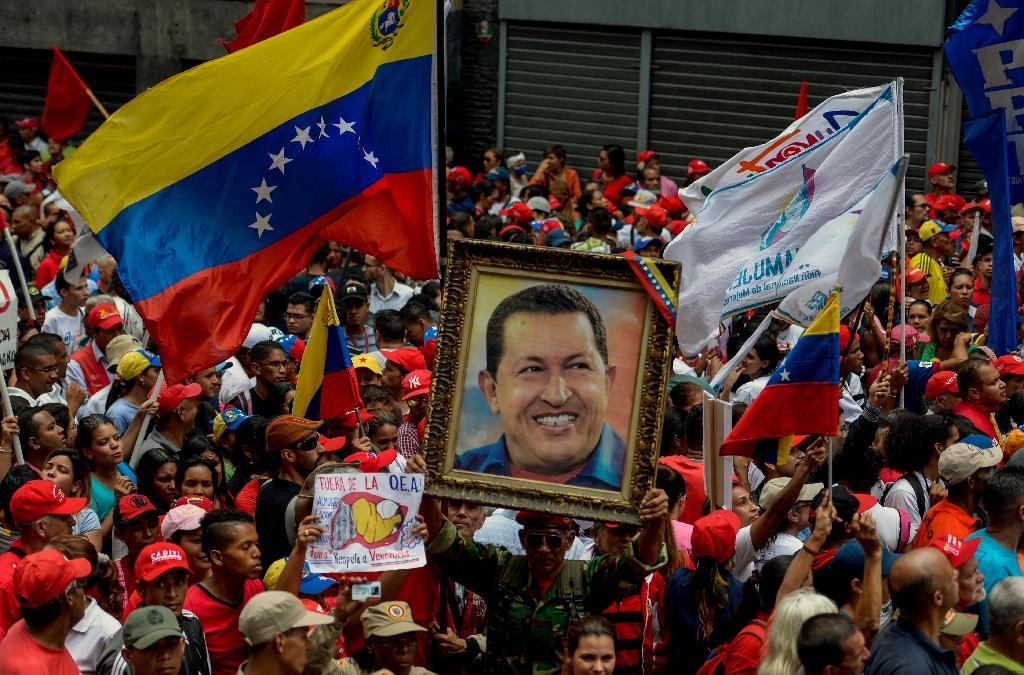 Supporters of Venezuelan President Nicolas Maduro take part in a rally against the secretary general of the Organization of American States (OAS), Luis Almagro, in Caracas, on March 28, 2017 (AFP Photo/Federico Parra)