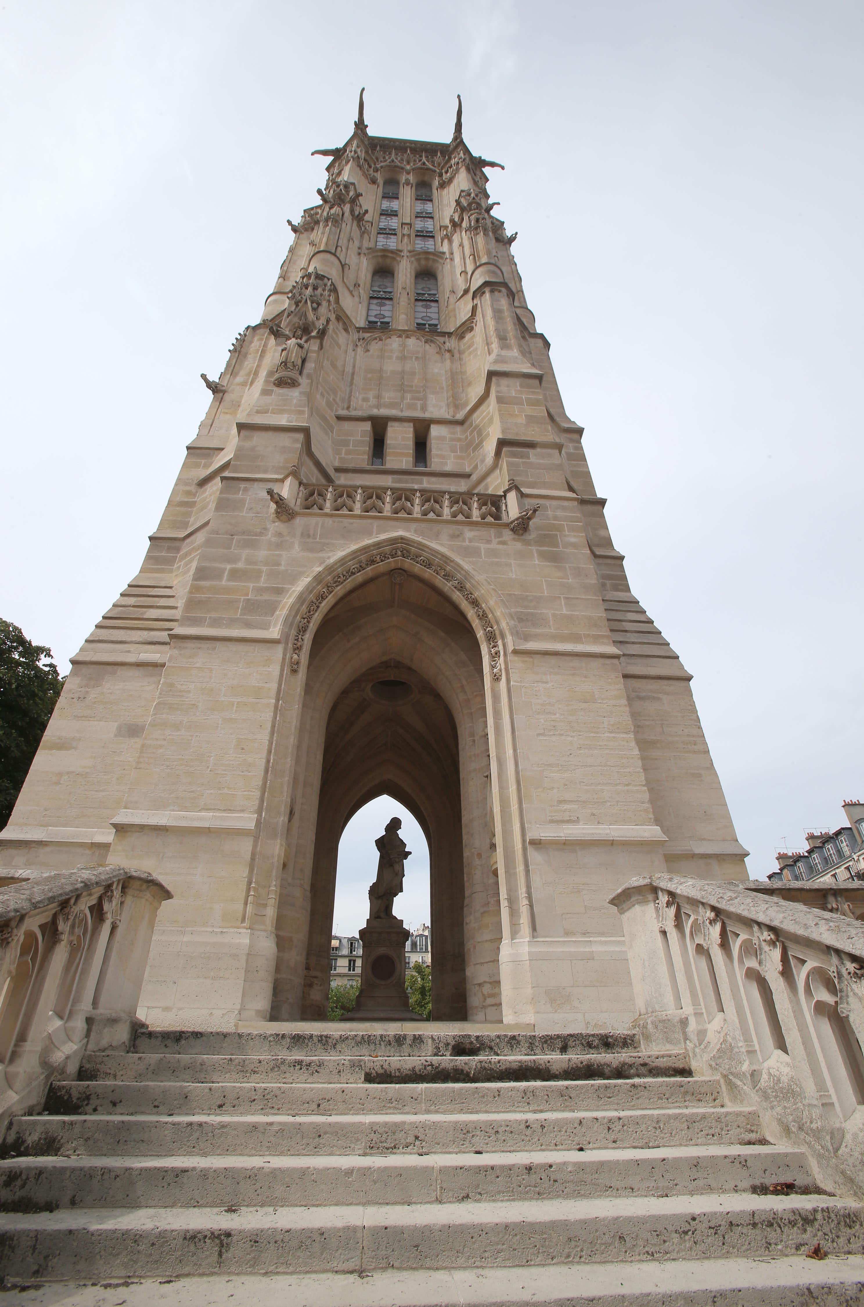 tour saint jacques gives new view of paris skyline. Black Bedroom Furniture Sets. Home Design Ideas