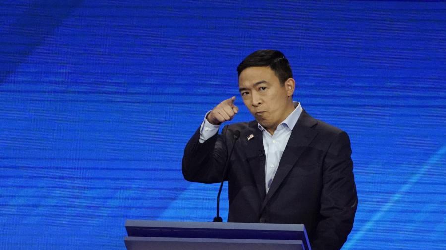 Mil dólares al mes por un año: la curiosa y concurrida rifa del aspirante presidencial Andrew Yang