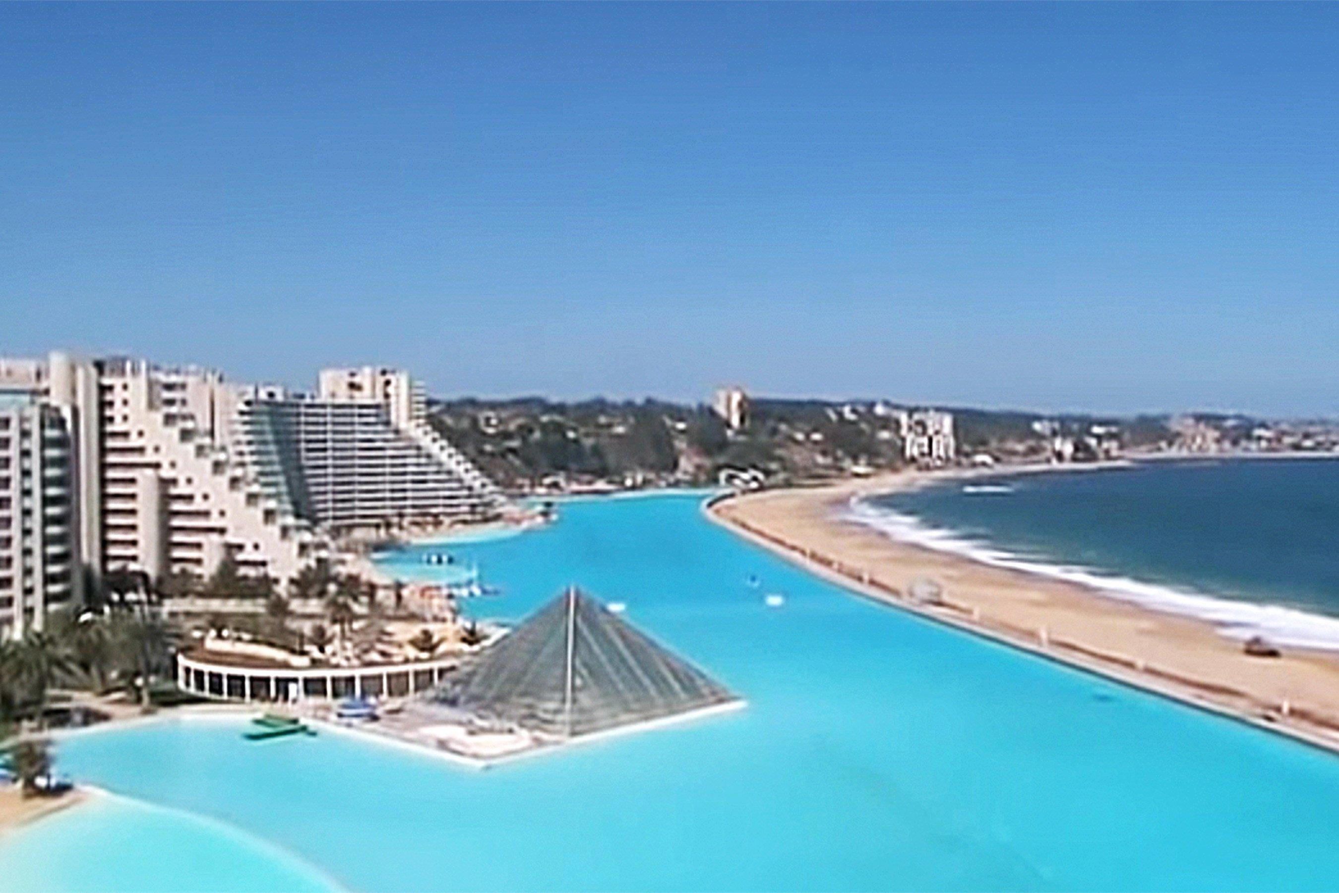 The World\'s Largest Swimming Pool Is So Insanely Huge, You ...