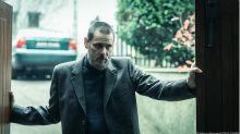 Jim Carrey aparece barbudo e sombrio em trailer do suspense 'Dark Crimes'. Assista