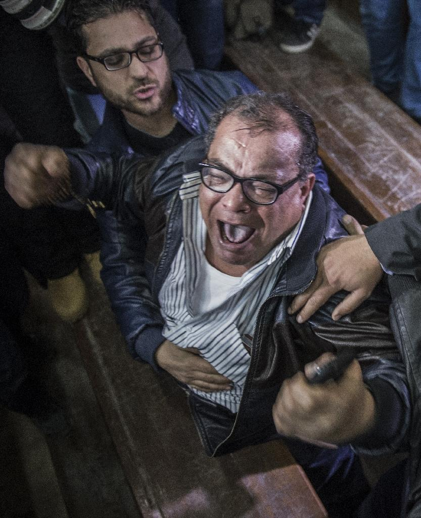 Relatives and supporters of Egyptian activist Alaa Abdel Fattah react after the verdict in his trial at a police institute in Cairo's Tora prison on February 23, 2015 (AFP Photo/Khaled Desouki)
