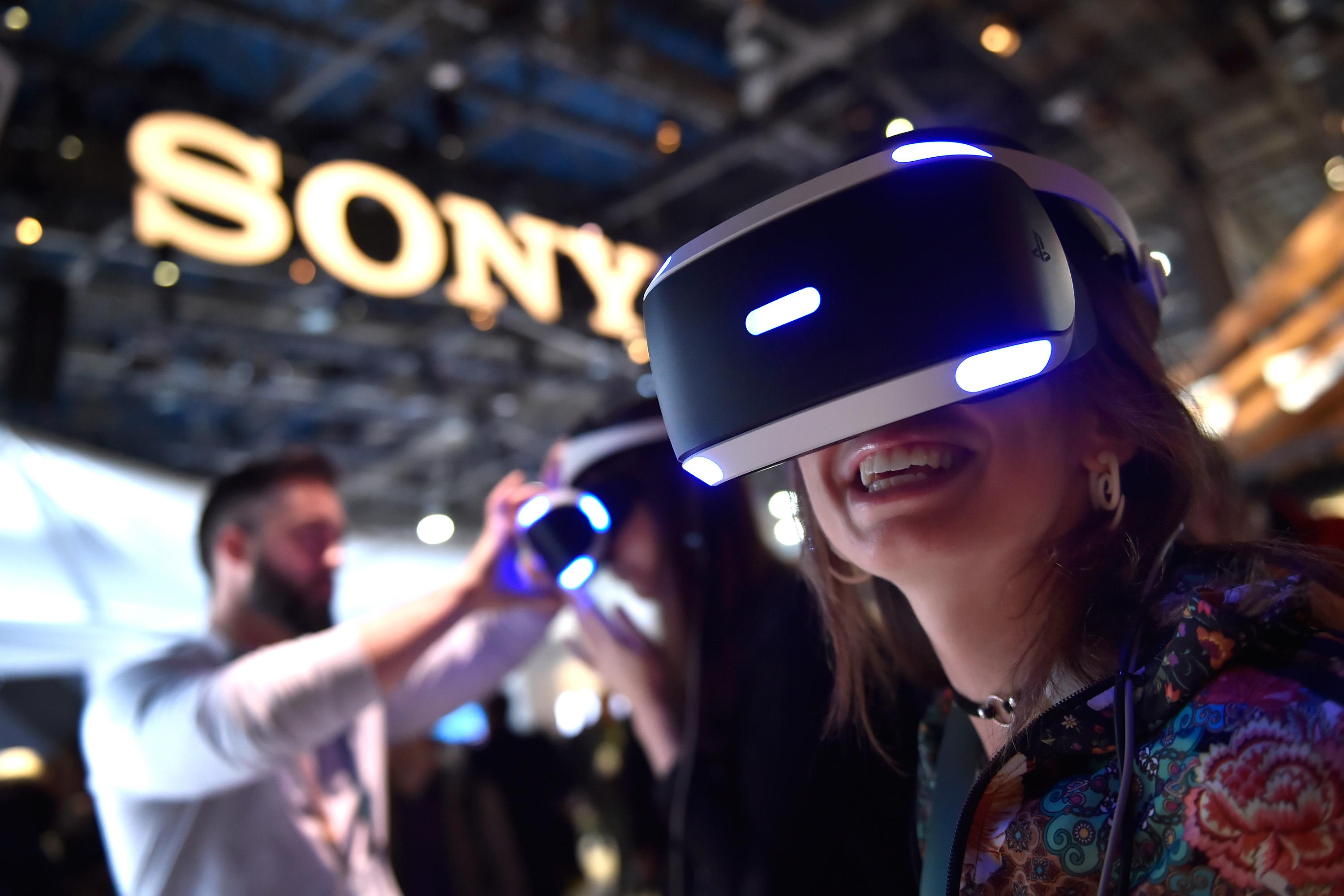 LAS VEGAS, NV - JANUARY 09:  Attendee Kristen Sarah uses Sony's Playstation VR at the Sony booth during CES 2018 at the Las Vegas Convention Center on January 9, 2018 in Las Vegas, Nevada. CES, the world's largest annual consumer technology trade show, runs through January 12 and features about 3,900 exhibitors showing off their latest products and services to more than 170,000 attendees.  (Photo by David Becker/Getty Images)