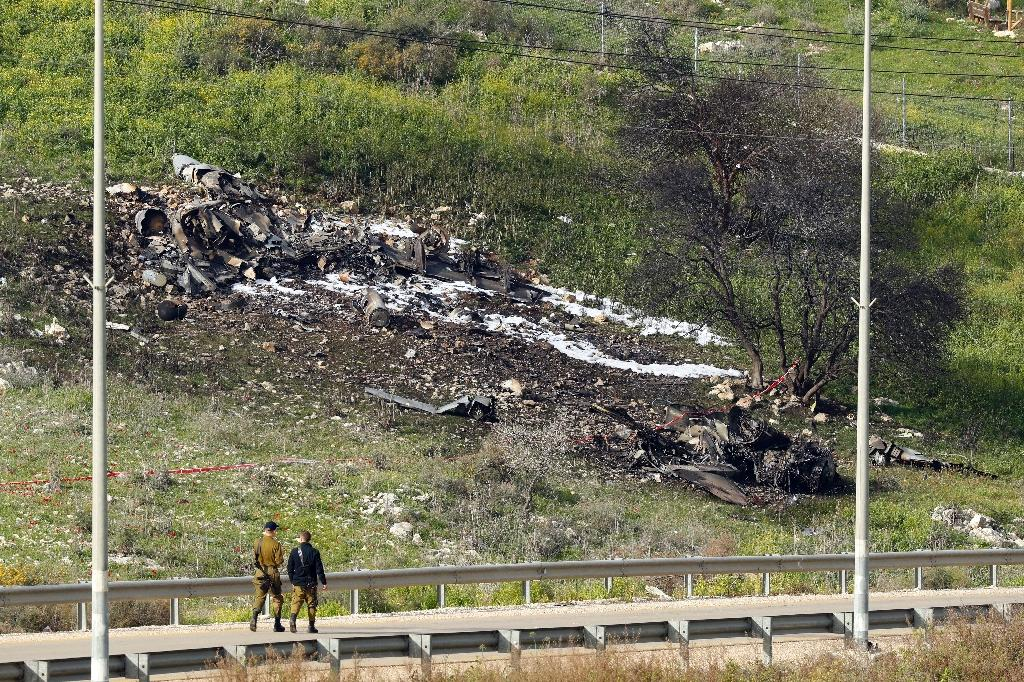 An Israeli fighter jet crashes in northern Israel on February 10, 2018 after coming fire from Syrian air defences in one of the biggest confrontations between Israel and arch foe Iran in years (AFP Photo/Jack GUEZ)