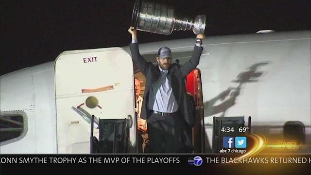 Stanley Cup, Blackhawks making rounds at Chicago bars after 2013 Final win