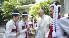 Papa chegou à Tailândia, primeira etapa de viagem asiática