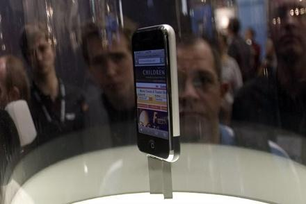 David Pogue gets friendly with the iPhone