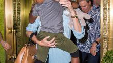 Charlize Theron diz que filho usa vestidos por se sentir menina