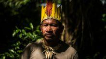 Índios peruanos darão arco e flecha de presente ao Papa Francisco