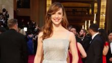 Jennifer Garner Glows in a Rare Fresh-Faced Selfie from Her Bed