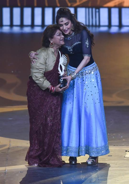 Actress Madhuri Dixit (R) was among the first to pay tribute to Khan (L), describing the choreographer as her teacher (AFP Photo/INDRANIL MUKHERJEE )