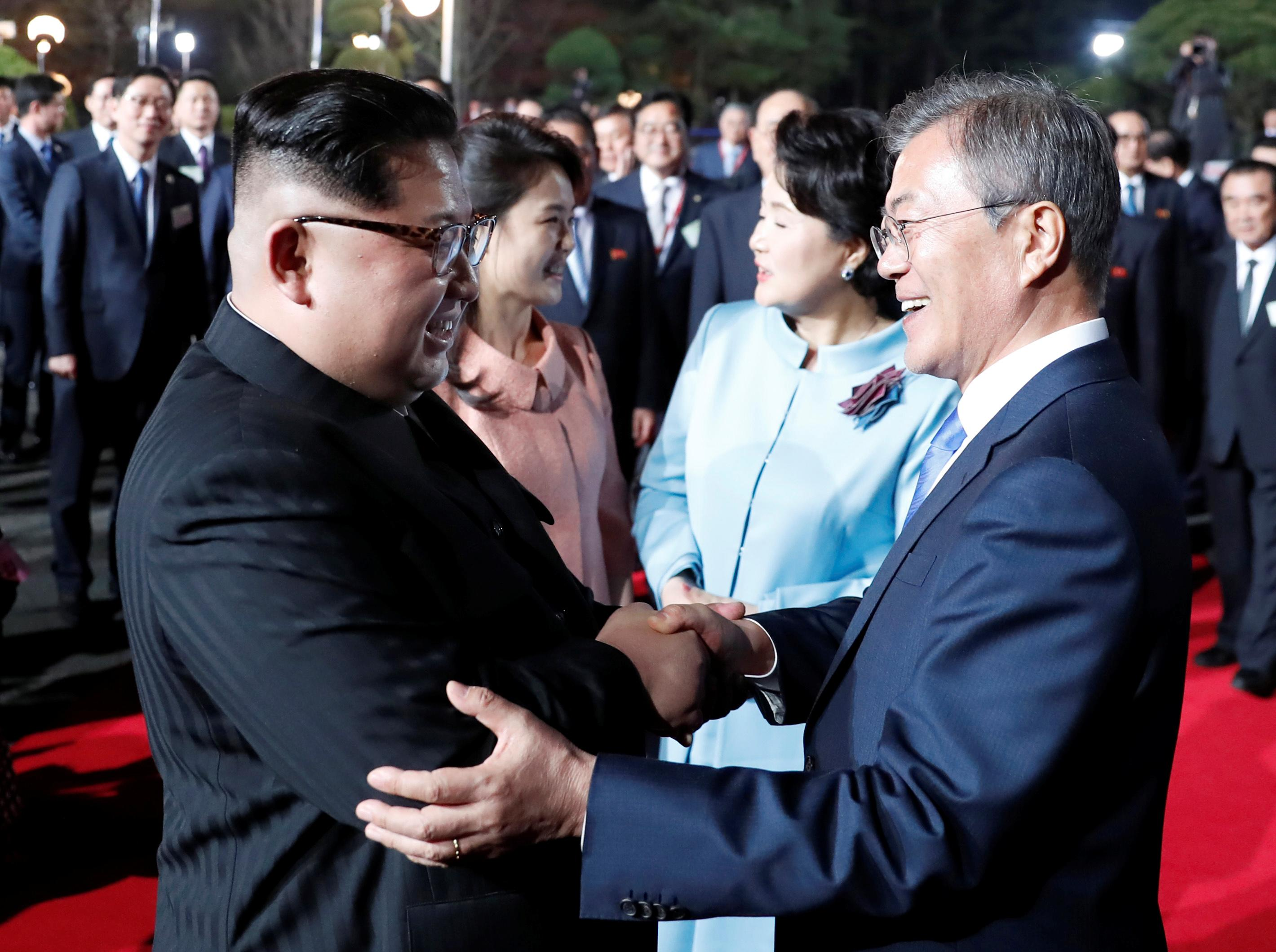 <p>South Korean President Moon Jae-in, North Korean leader Kim Jong Un, Kim's wife Ri Sol Ju and Moon's wife Kim Jung-sook attend a farewell ceremony at the truce village of Panmunjom inside the demilitarized zone separating the two Koreas, South Korea, April 27, 2018. (Photo: Korea Summit Press Pool/Pool via Reuters) </p>