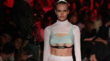 Modelos con tres senos en Milán
