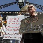 Pelosi, Democrats call on Biden to extend eviction ban