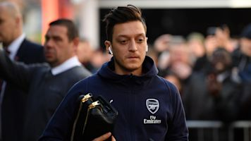 Has Ozil's Fortnite fixation caused his back problems?
