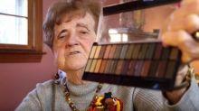 ¡Imperdible! La abuela que triunfa en YouTube con sus delirantes tutoriales de maquillaje