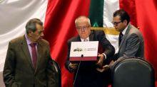 Gobierno mexicano ve más ingresos y gastos en su primer presupuesto