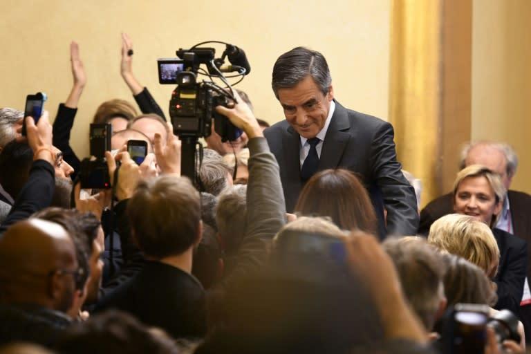 """""""Triomphe"""" de Fillon, la gauche """"s'autodétruit"""", selon la presse"""