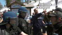 Hautes-Alpes: échauffourrés entre gendarmes et une centaine d'anarchistes