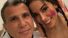 """Internauta critica maquiagem de Anitta em festa caipira e cantora responde: '""""Somos todos da periferia'"""