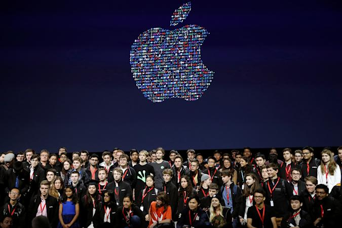 A group of young developers stand for a group photo on stage during the Apple World Wide Developers Conference in San Francisco, California, U.S., June 13, 2016. REUTERS/Stephen Lam  TPX IMAGES OF THE DAY