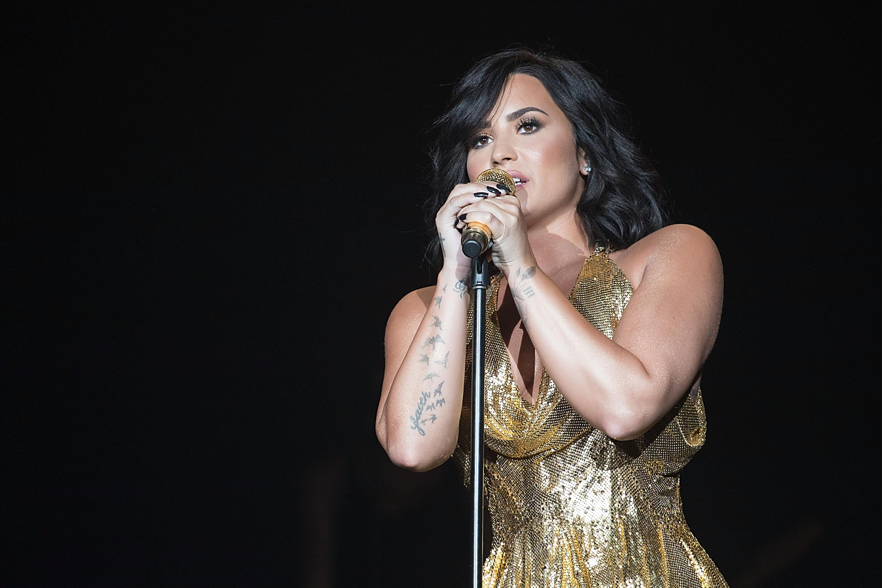 Demi Lovato's friends asked paramedics to not use sirens