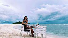 Thaila Ayala e Renato Góes curtem café da manhã à beira mar nas Maldivas