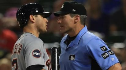 Kinsler gets big fine for criticizing umpire