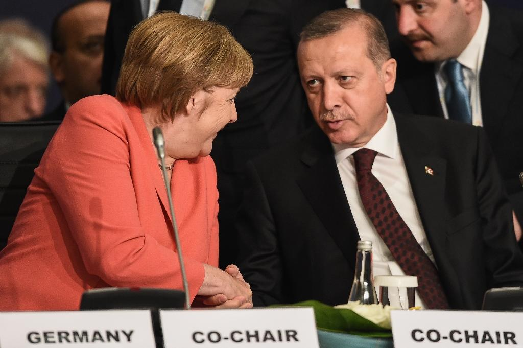 German Chancellor Angela Merkel (left) shakes hands with Turkish President Recep Tayyip Erdogan during the World Humanitarian Summit in Istanbul in May 2016