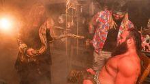 Schlangenbiss und finaler Clou: Irrwitziges Horror-Match bei WWE