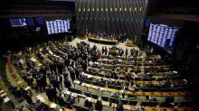 DEM e MDB deixam bloco do centrão na Câmara, após aproximação do grupo com Bolsonaro