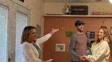 Wegen Coronavirus: Paar überraschte seine Familien mit Küchen-Hochzeit