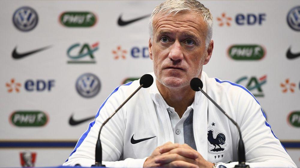 Equipe de France: agacé, Deschamps botte en touche au sujet de Benzema