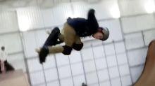 Un joven skater de 11 años supera a Tony Hawk con un truco increíble