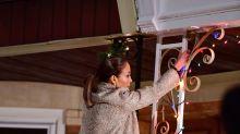 Captan a Jennifer López trepándose a una casa; ¿estaría espiando a Álex Rodríguez?