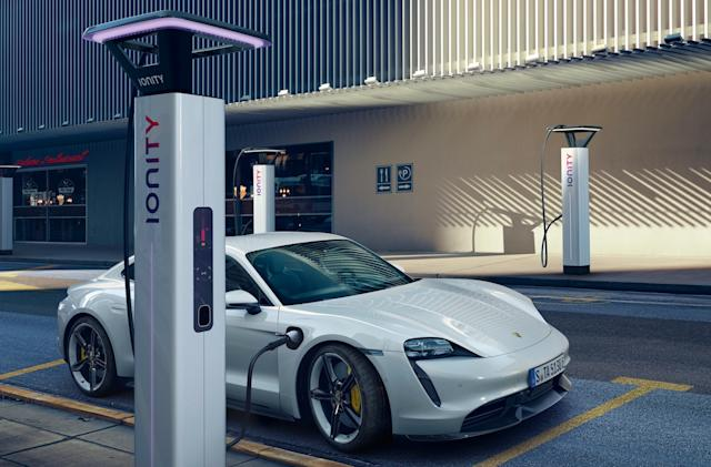 Porsche adds Plug & Charge to the 2021 Taycan