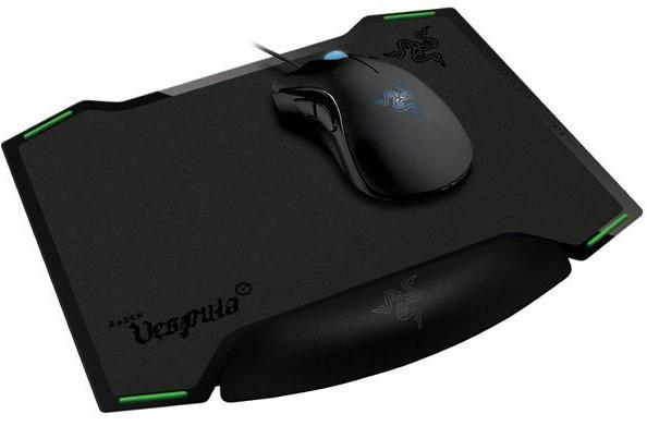 Razer's dual-sided Vespula mousepad: for smooth, seductive mood-swingers