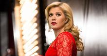 Kelly Clarkson Reveals Transformation, Shocks Fans