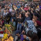 See How Lakers Fans Gathered to Honor Kobe Bryant in Los Angeles After Helicopter Crash