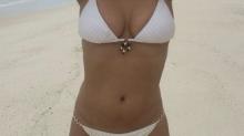 Elizabeth Hurley, espectacular en bikini a sus 51 años