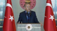 """Erdogan acusa a EEUU de golpear a Turquía """"por la espalda"""""""