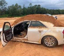 Florida man uses front-end loader to dump dirt on car his girlfriend drove, cops say