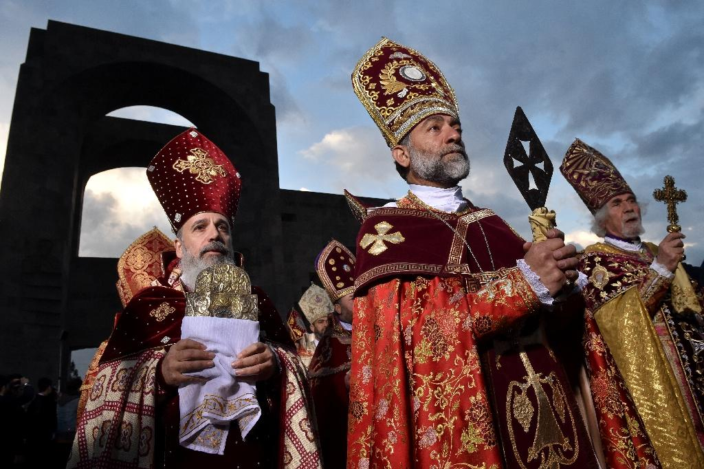 Clerics take part in the canonisation ceremony for Armenians massacred by Ottoman forces a century ago, April 23, 2015, in Echmiadzin, outside Yerevan (AFP Photo/Kirill Kudryavtsev)