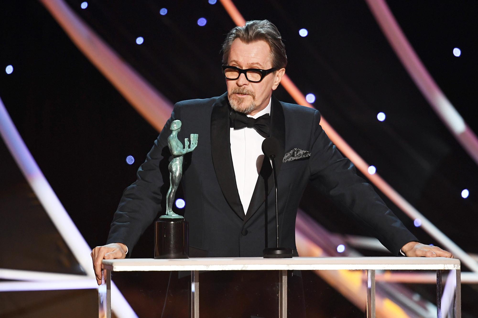 Gary oldman cries accepting sag award there are giants for The living room channel 10 tonight